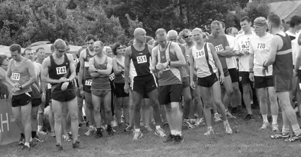Crich Monument Race - runners at the start line